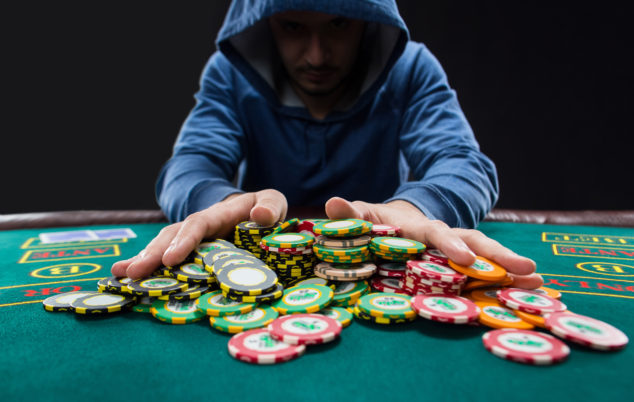 Revolutionize Your Gambling Online With These Simple-peasy Tips